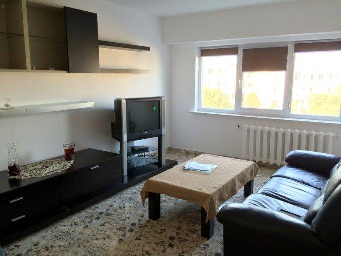 Apartament vanzare Brotacei cu 3 camere, etajul 3 / 4, 2 grupuri sanitare, cu suprafata de 75 mp. Constanta, zona Brotacei.