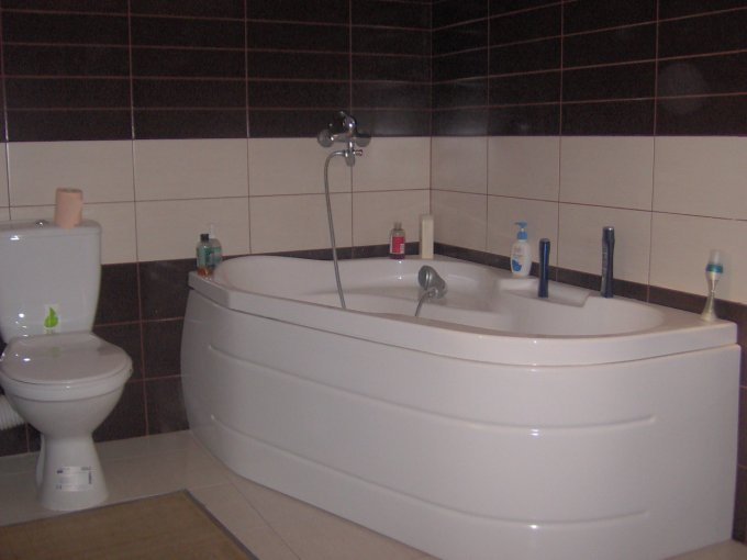 agentie imobiliara vand apartament decomandata, in zona Trocadero, orasul Constanta