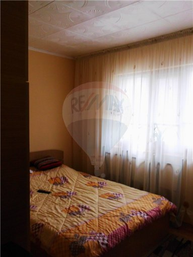 vanzare apartament cu 3 camere, decomandata, in zona Central, orasul Murfatlar Basarabi
