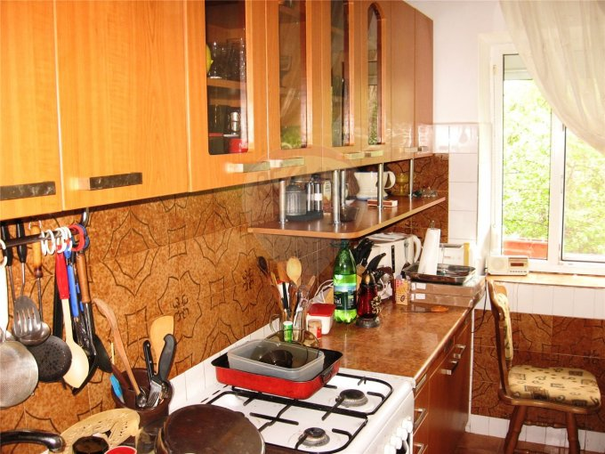 agentie imobiliara vand apartament semidecomandata, in zona Tomis 3, orasul Constanta