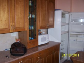 inchiriere apartament cu 3 camere, semidecomandat, in zona Capitol, orasul Constanta