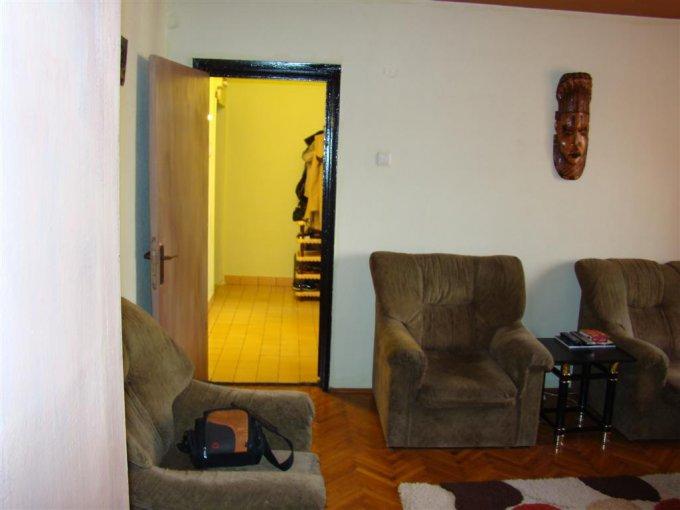 agentie imobiliara vand apartament semidecomandat, in zona Cazino, orasul Constanta