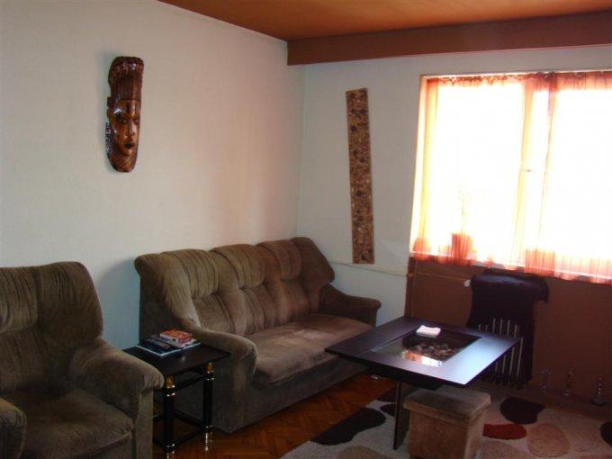 vanzare apartament cu 3 camere, semidecomandat, in zona Cazino, orasul Constanta