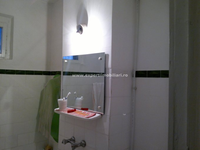 agentie imobiliara vand apartament decomandat, in zona CET, orasul Constanta