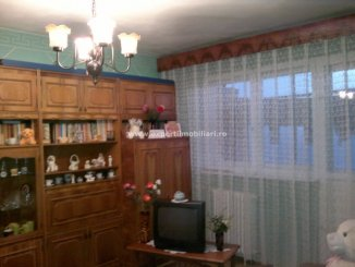 vanzare apartament cu 3 camere, decomandat, in zona CET, orasul Constanta