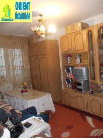 Apartament de vanzare in Constanta cu 3 camere, cu 1 grup sanitar, suprafata utila 48 mp. Pret: 42.300 euro. Usa intrare: Metal.