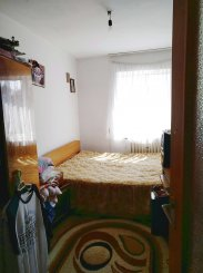 vanzare apartament cu 3 camere, semidecomandat, in zona Intim, orasul Constanta