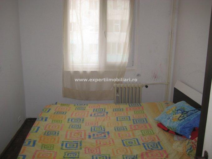 vanzare apartament cu 3 camere, semidecomandat, in zona Groapa, orasul Constanta