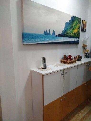 Apartament de vanzare in Constanta cu 3 camere, cu 1 grup sanitar, suprafata utila 40 mp. Pret: 50.500 euro. Usa intrare: Metal. Usi interioare: Panel.
