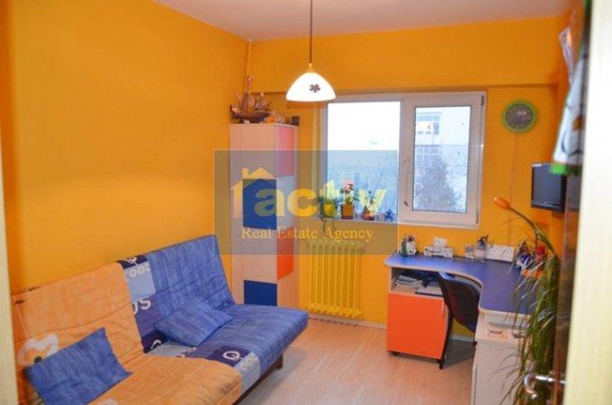 vanzare apartament cu 3 camere, semidecomandat, in zona Far, orasul Constanta