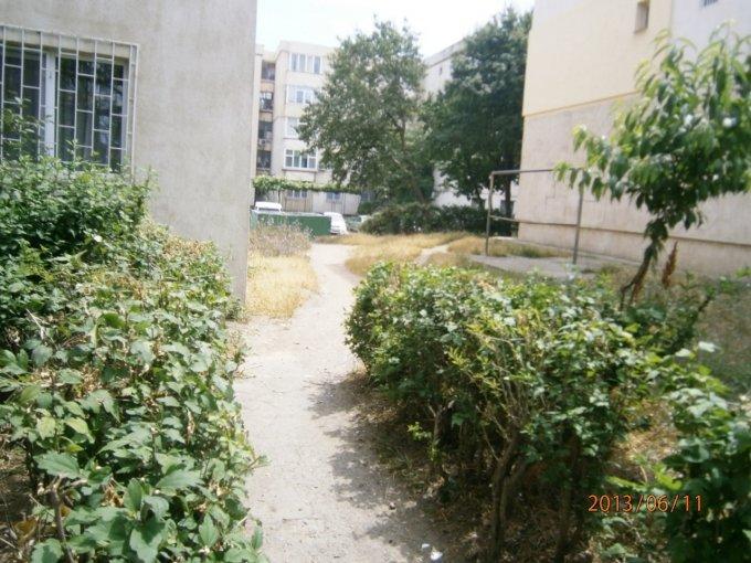 vanzare apartament cu 3 camere, decomandat, in zona ICIL, orasul Constanta