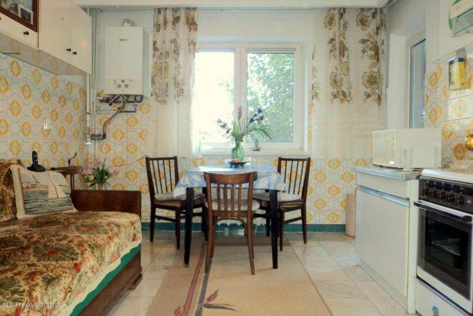 vanzare apartament cu 3 camere, decomandat, in zona Centru, orasul Constanta