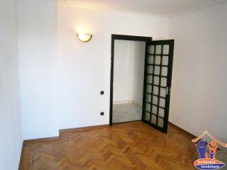 agentie imobiliara vand apartament decomandat, in zona B-dul Mamaia, orasul Constanta