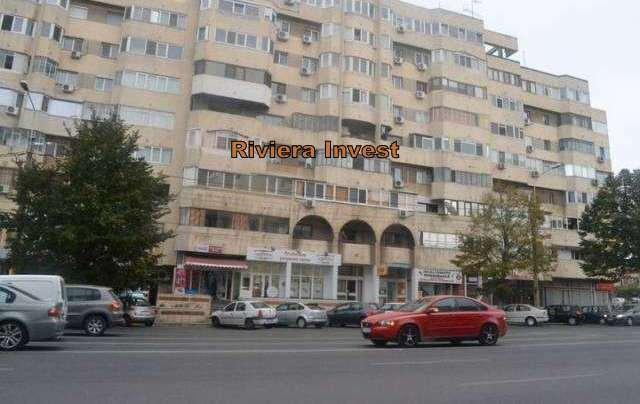 Apartament cu 3 camere de vanzare, confort Lux, zona Trocadero,  Constanta