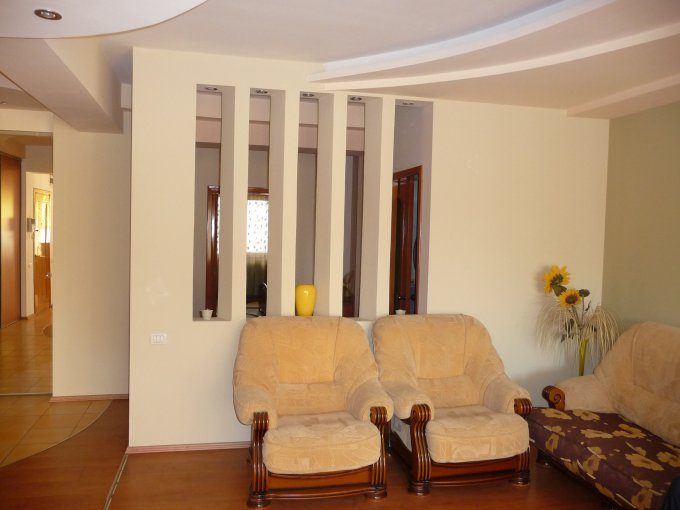 Apartament de vanzare direct de la agentie imobiliara, in Constanta, in zona Centru, cu 180.000 euro negociabil. 2  balcoane, 2 grupuri sanitare, suprafata utila 180 mp.