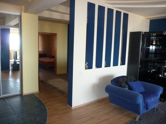 Apartament inchiriere Constanta 3 camere, suprafata utila 180 mp, 2 grupuri sanitare, 2  balcoane. 1.000 euro negociabil. Etajul 5. Destinatie: Rezidenta, Birou. Apartament Peninsula Constanta