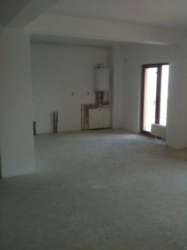 vanzare Apartament Constanta cu 3 camere, cu 2 grupuri sanitare, suprafata utila 95 mp. Pret: 93.800 euro negociabil. Incalzire: Centrala proprie a cladirii.