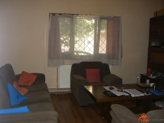 proprietar vand apartament semidecomandat, in zona Tomis 1, orasul Constanta