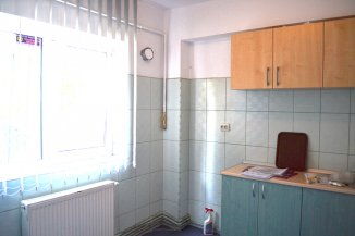 inchiriere apartament cu 3 camere, decomandat, in zona Delfinariu, orasul Constanta