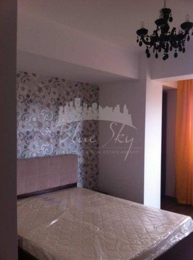 Apartament inchiriere Casa de Cultura cu 3 camere, etajul 2, 2 grupuri sanitare, cu suprafata de 110 mp. Constanta, zona Casa de Cultura.