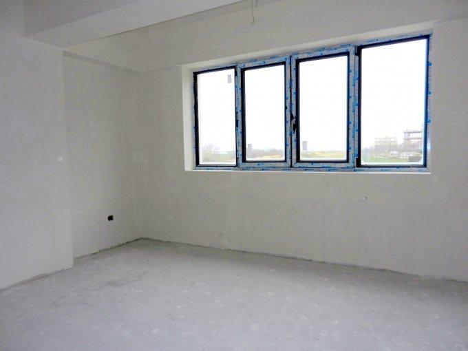 vanzare Apartament Constanta cu 3 camere, cu 2 grupuri sanitare, suprafata utila 110 mp. Pret: 75.000 euro. Incalzire: Centrala proprie a locuintei.