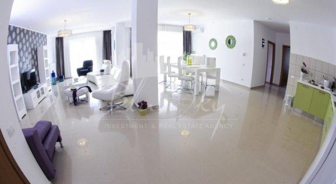 Apartament de inchiriat direct de la agentie imobiliara, in Constanta, in zona Mamaia Nord, cu 500 euro negociabil. 2 grupuri sanitare, suprafata utila 147 mp.