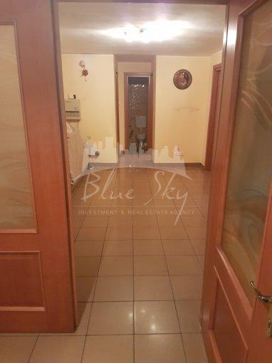 vanzare Apartament Constanta cu 3 camere, cu 2 grupuri sanitare, suprafata utila 90 mp. Pret: 79.000 euro negociabil.
