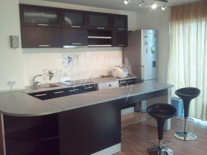Apartament de inchiriat direct de la agentie imobiliara, in Constanta, in zona Statiunea Mamaia, cu 600 euro. 2 grupuri sanitare, suprafata utila 90 mp.