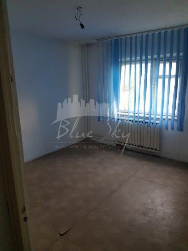 Apartament vanzare Constanta 3 camere, suprafata utila 75 mp, 2 grupuri sanitare. 72.000 euro negociabil. La Parter. Apartament B-dul Mamaia Constanta