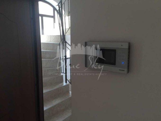 Apartament de vanzare in Constanta cu 3 camere, cu 2 grupuri sanitare, suprafata utila 90 mp. Pret: 82.000 euro negociabil.