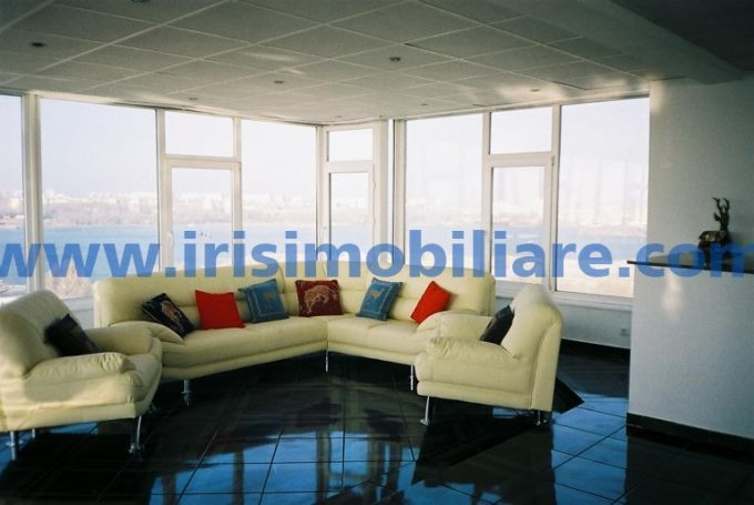 Apartament inchiriere Faleza Nord cu 3 camere, etajul 9, 1 grup sanitar, cu suprafata de 174 mp. Constanta, zona Faleza Nord. Mobilat lux.