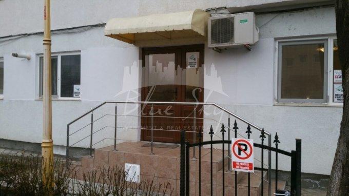 Apartament inchiriere Faleza Nord cu 3 camere, la Parter, 2 grupuri sanitare, cu suprafata de 80 mp. Constanta, zona Faleza Nord.