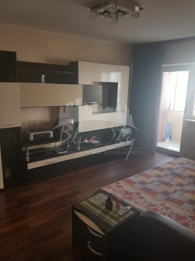 vanzare Apartament Constanta cu 3 camere, cu 2 grupuri sanitare, suprafata utila 90 mp. Pret: 80.000 euro negociabil.