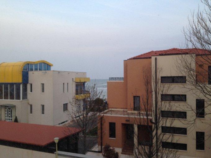 Apartament de vanzare direct de la proprietar, in Constanta, in zona Faleza Nord, cu 135.000 euro negociabil. 3  balcoane, 3 grupuri sanitare, suprafata utila 130 mp.