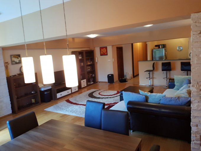 inchiriere Apartament Constanta cu 3 camere, cu 2 grupuri sanitare, suprafata utila 110 mp. Pret: 1.000 euro. Incalzire: Centrala proprie a locuintei. Racire: Aer conditionat.