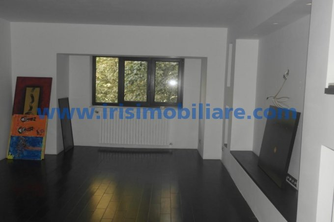 Apartament de vanzare direct de la agentie imobiliara, in Constanta, in zona Capitol, cu 89.000 euro. 2  balcoane, 1 grup sanitar, suprafata utila 83 mp.