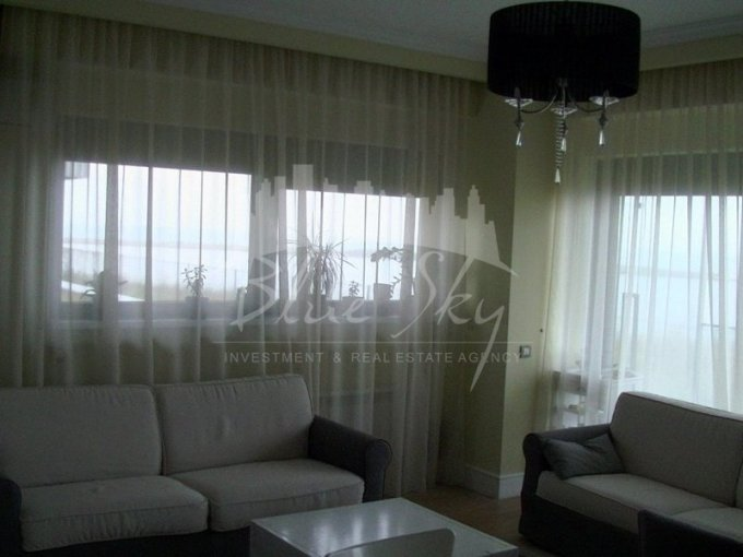 Apartament de vanzare direct de la agentie imobiliara, in Constanta, in zona Faleza Nord, cu 210.000 euro negociabil. 2 grupuri sanitare, suprafata utila 160 mp.