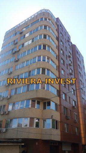 Apartament de inchiriat direct de la agentie imobiliara, in Constanta, in zona Tomis 3, cu 600 euro. 1  balcon, 2 grupuri sanitare, suprafata utila 115 mp. Mobilat modern.
