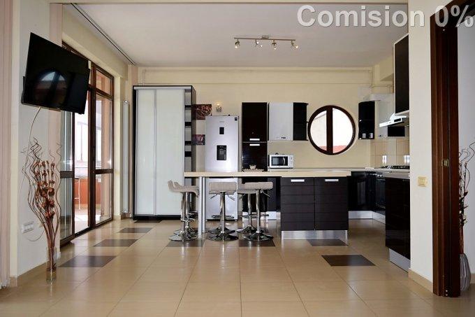 Apartament de vanzare in Mamaia Sat cu 3 camere, cu 3 grupuri sanitare, suprafata utila 91.3 mp. Pret: 95.000 euro. Usa intrare: Metal. Usi interioare: Lemn.