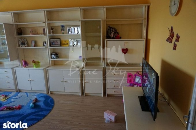 Apartament vanzare Constanta 3 camere, suprafata utila 80 mp, 2 grupuri sanitare. 63.000 euro negociabil. Etajul 4. Apartament Pod Butelii Constanta