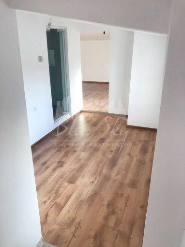 Apartament de vanzare direct de la agentie imobiliara, in Constanta, in zona Centru, cu 105.000 euro negociabil. 2 grupuri sanitare, suprafata utila 105 mp.