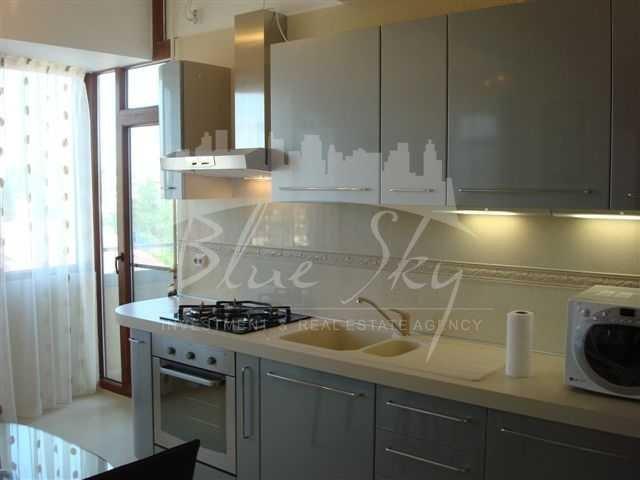 inchiriere Apartament Constanta cu 3 camere, cu 2 grupuri sanitare, suprafata utila 136 mp. Pret: 600 euro.