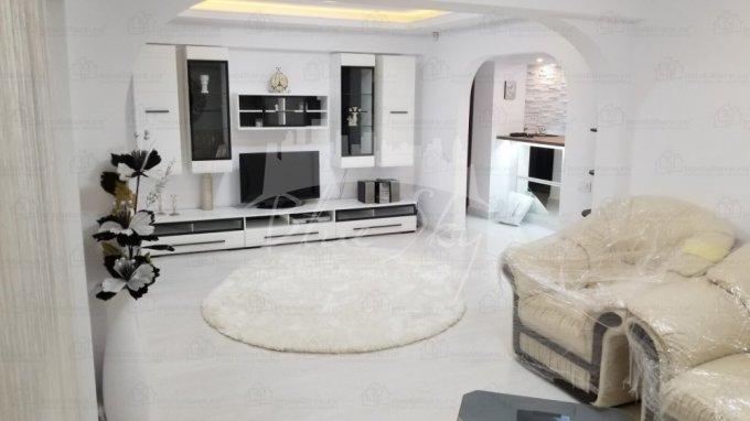 vanzare Apartament Constanta cu 3 camere, cu 2 grupuri sanitare, suprafata utila 70 mp. Pret: 75.000 euro negociabil.