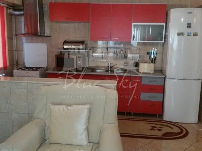 vanzare Apartament Constanta cu 3 camere, cu 2 grupuri sanitare, suprafata utila 72 mp. Pret: 75.000 euro negociabil.