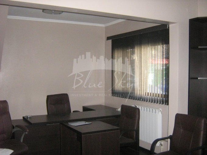 Apartament vanzare Centru cu 3 camere, la Parter, 2 grupuri sanitare, cu suprafata de 75 mp. Constanta, zona Centru.