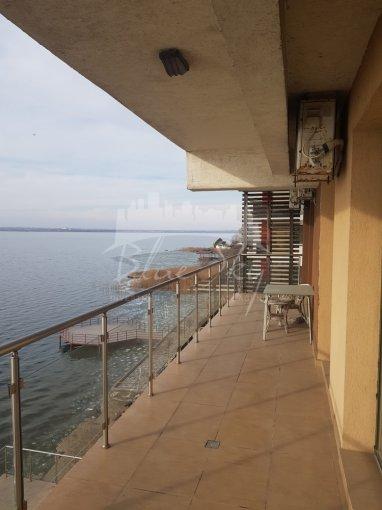 Apartament vanzare Statiunea Mamaia cu 3 camere, etajul 3, 2 grupuri sanitare, cu suprafata de 135 mp. Constanta, zona Statiunea Mamaia.