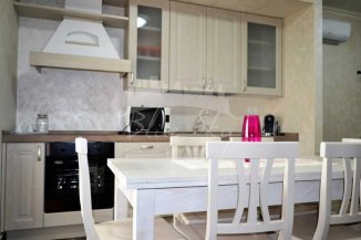 inchiriere apartament decomandat, zona Statiunea Mamaia, orasul Constanta, suprafata utila 100 mp