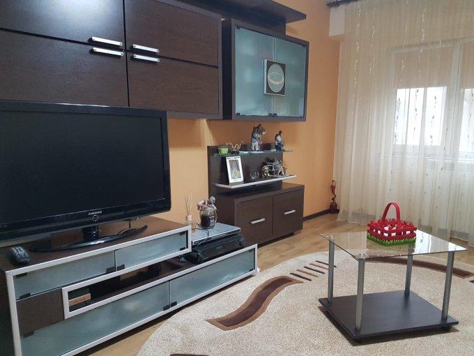 Apartament de vanzare in Constanta cu 3 camere, cu 2 grupuri sanitare, suprafata utila 65 mp. Pret: 78.000 euro negociabil. Usa intrare: Metal. Usi interioare: Lemn.