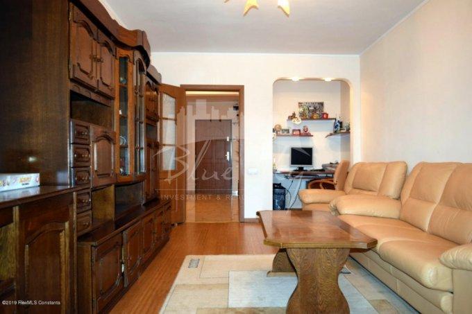 Apartament vanzare Tomis Nord cu 3 camere, etajul 3, 2 grupuri sanitare, cu suprafata de 85 mp. Constanta, zona Tomis Nord.
