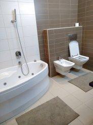 vanzare apartament cu 3 camere, decomandat, in zona Mamaia Nord, orasul Constanta